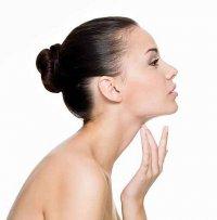 Kobieta, pielęgnacja skóry na szyi